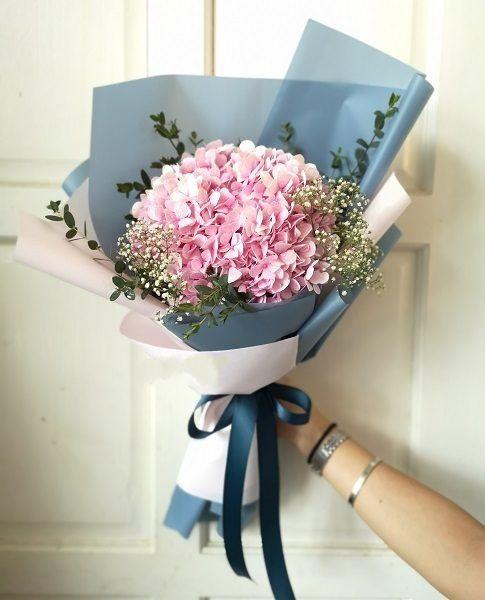 Hoa cẩm tú cầu màu xanh thể hiện sự lạnh lùng