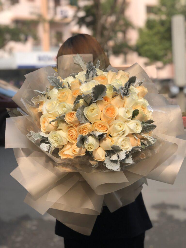 Tặng hoa hồng vàng như món quà