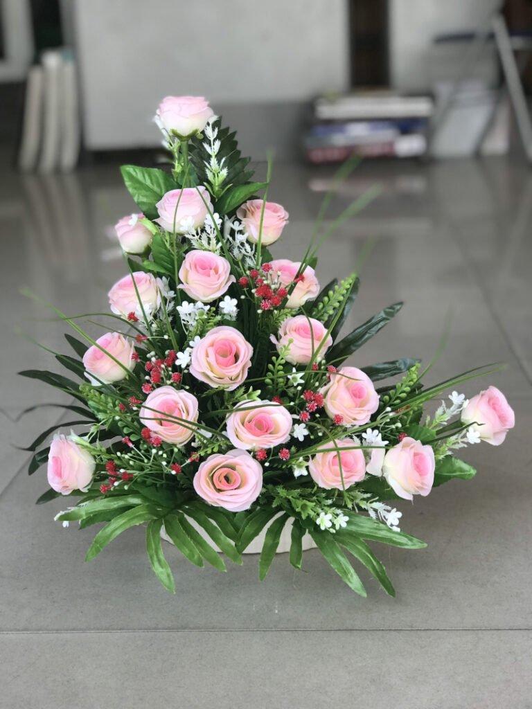 Kiểu cắm hoa đơn giản với hình tam giác