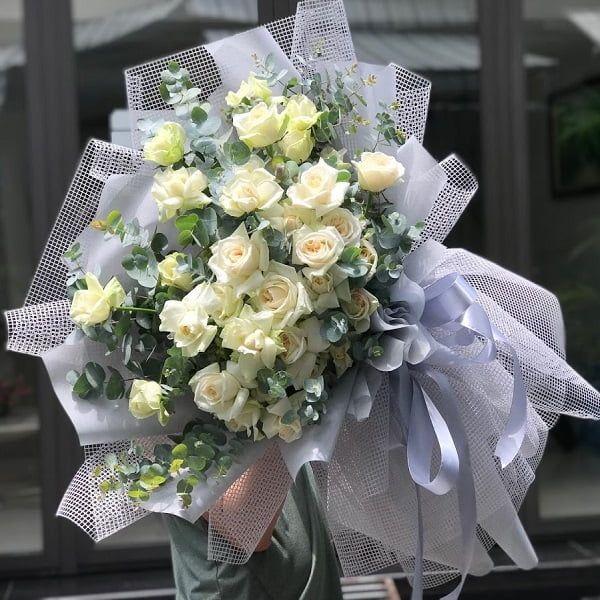 Sử dụng hoa hồng trắng trong những dịp nào?