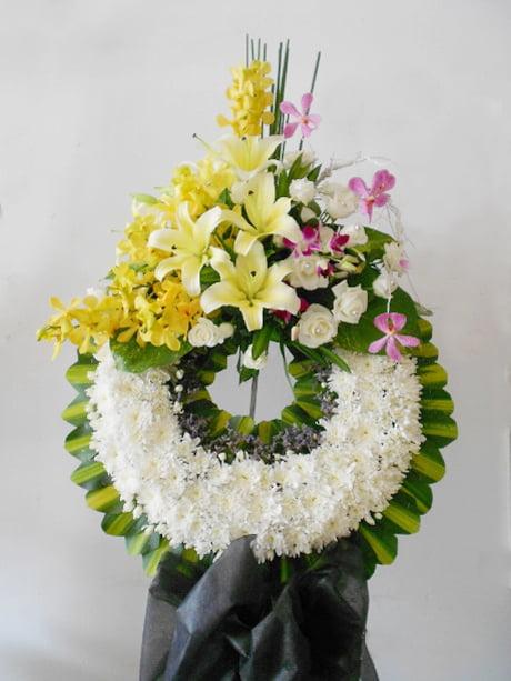 Hoa tang dành cho người mất dưới 30 tuổi.