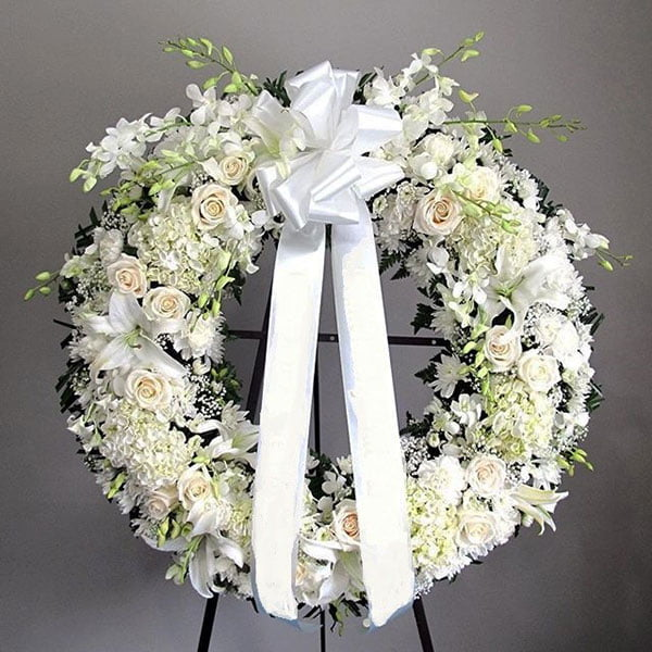 Vòng hoa tang lễ màu trắng