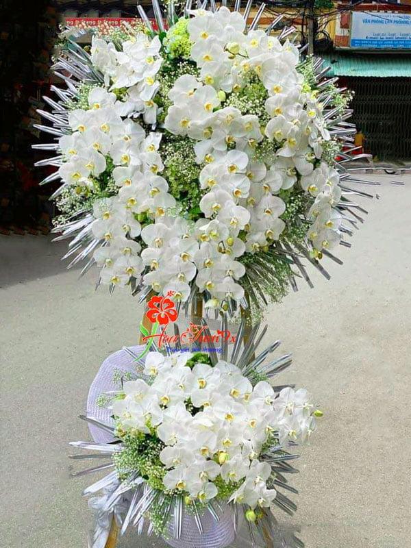 Hoa tang lễ kết từ hồ điệp trắng