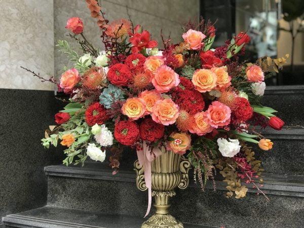Chủ đề của hoa dựa trên cách bố trí buổi lễ khai trương