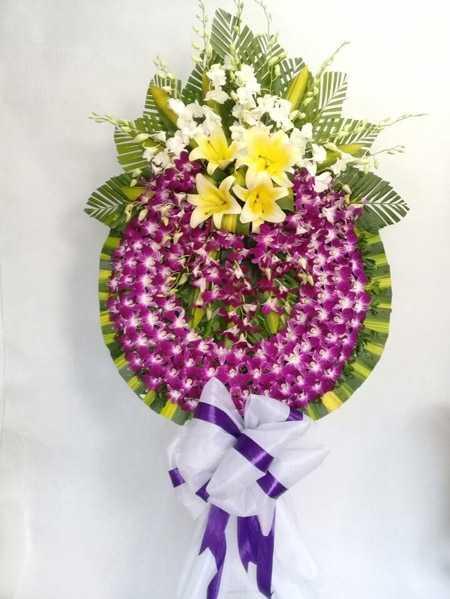 Trước khi cắm hoa tang lễ; cần được ngâm trong nướ