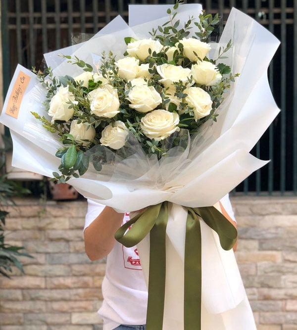 Hoa hồng trắng - Bó hoa thể hiện sự thương cảm dành cho người mất