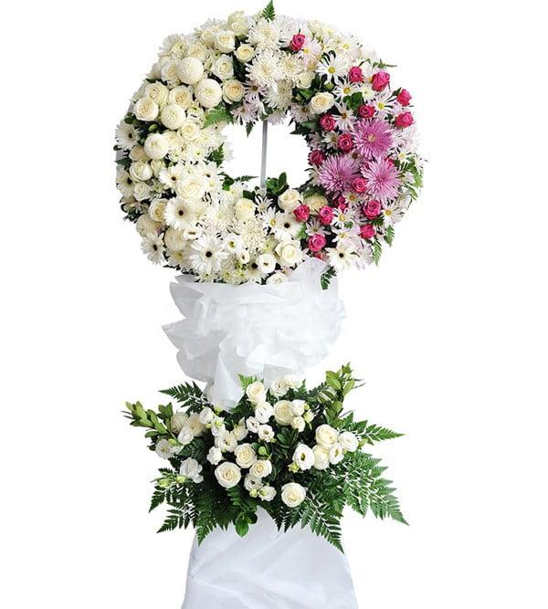 Lẵng hoa có màu trắng hay hồng tượng trưng sự thanh thuần, trong trắng