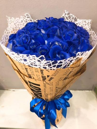 hãy dành một bó hoa thật bất ngờ để anh ấy thấy rằng cho dù thế nào bạn vẫn yêu thương nhé!