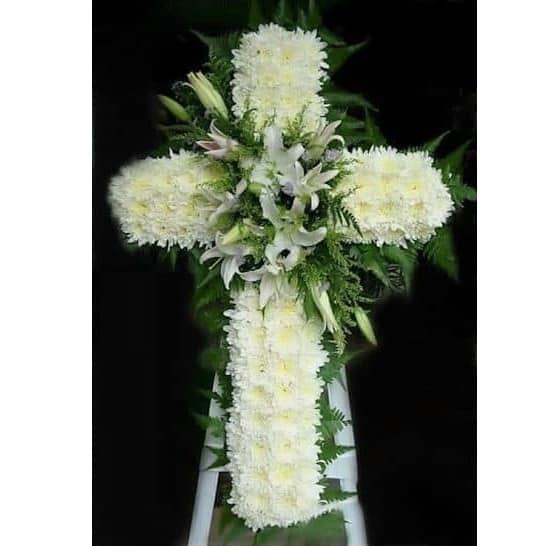 Đối với Thiên Chúa giáo thì nên chọn hoa có kiểu dáng hình chữ thập