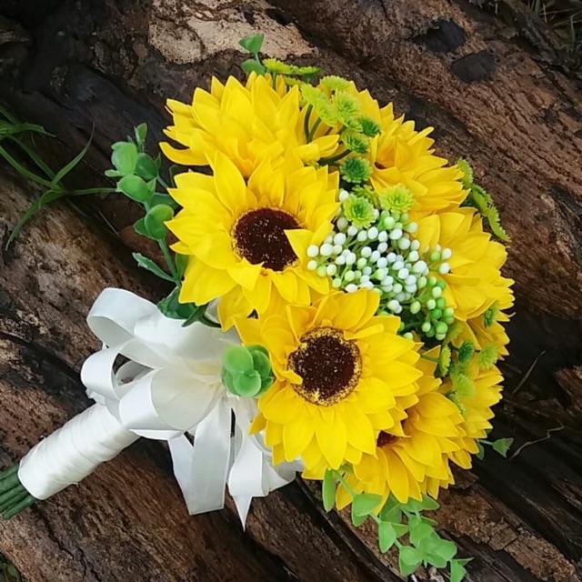 Trang trí cho bó hoa hướng dương