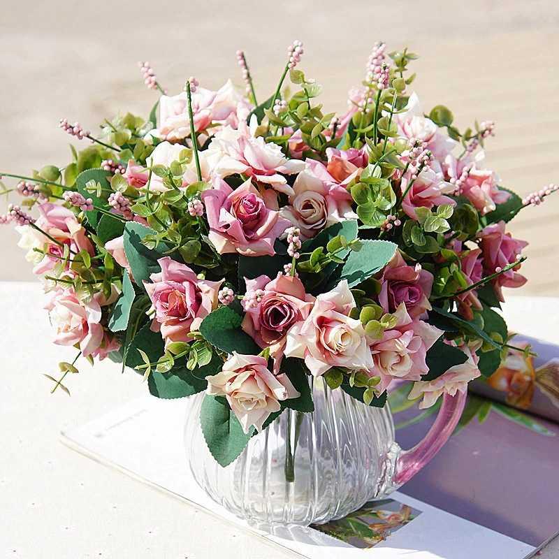 Cách giữ hoa tươi lâu sau khi cắm hoa hồng dáng chữ T ngược