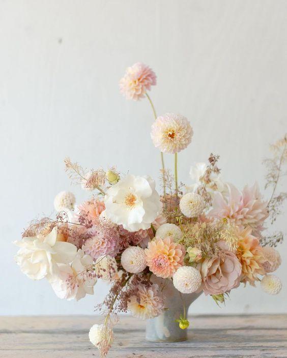 Cách cắm hoa sinh nhật để bàn tại nhà siêu đơn giản