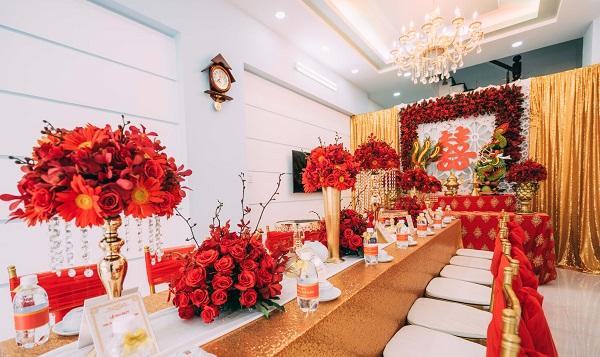 Mẫu hoa trang trí bàn thờ gia tiên ngày cưới đẹp nhất