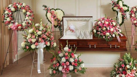 Ý nghĩa đặc biệt của những mẫu hoa đám tang chia buồn