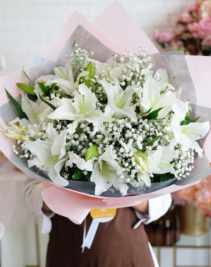 Bó hoa ly trắng