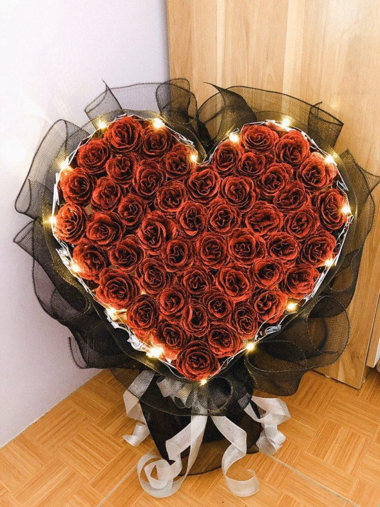 Cắm hoa hồng kết hình trái tim
