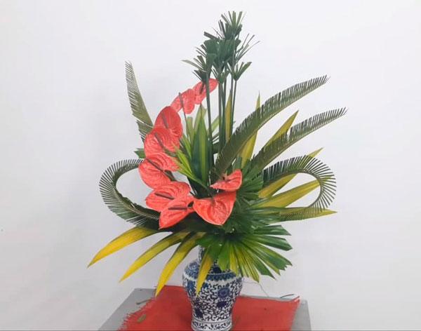 Hoàn thành cắm hoa bàn thờ đẹp