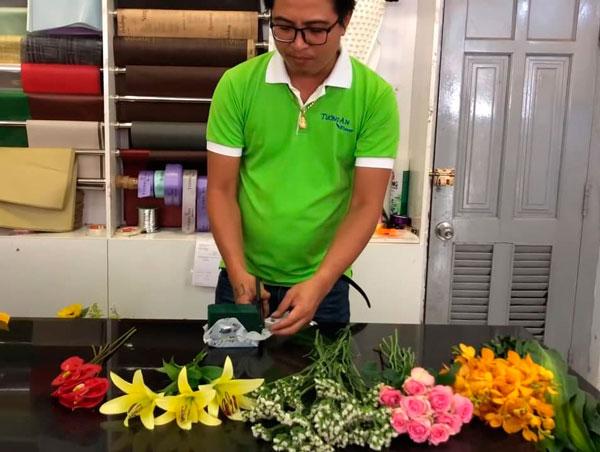 Nguyên tắc mà bạn cần tuân thủ khi cắm hoa ovan để bàn