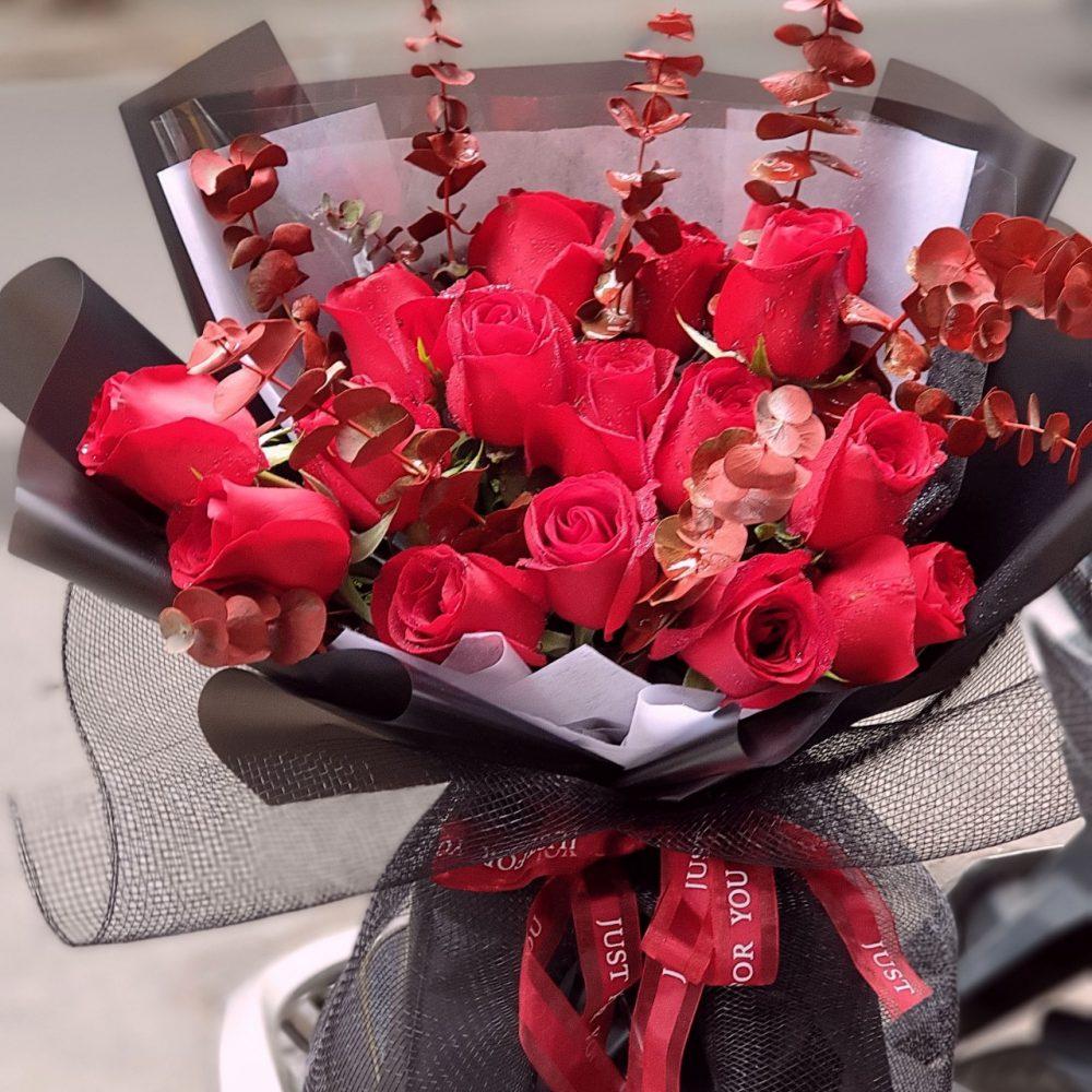 Trang trí cho bó hoa hồng nhập đẹp nhất