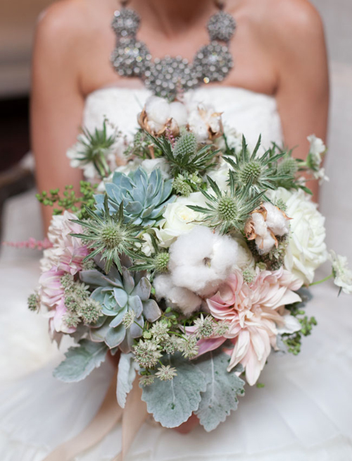 Cách bó hoa cưới tông trắng xanh cực kỳ đơn giản