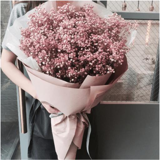 Tán giấy ra giúp hoa đứng được trên đế