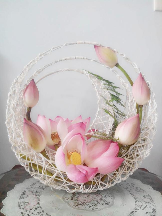 Một số dụng cụ để tạo nên kỳ tác cắm hoa thả hồn sen