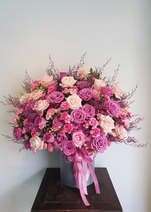 Dụng cụ cắm hộp hoa tặng sinh nhật nữ là gì?