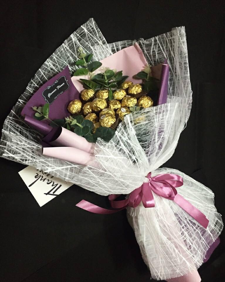 Thủ thuật bó hoa tiền với socola tặng nàng ngày valentine