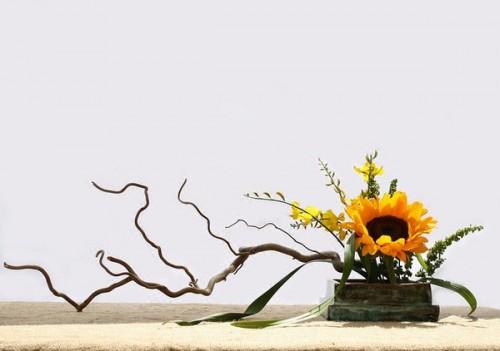 Cách chuẩn bị trước khi cắm hoa để bàn thờ tổ tiên hay dâng Phật