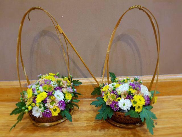 """Cách cắm hoa bằng """"phên tre"""" vận dụng thủ thuật hoàn toàn mới"""