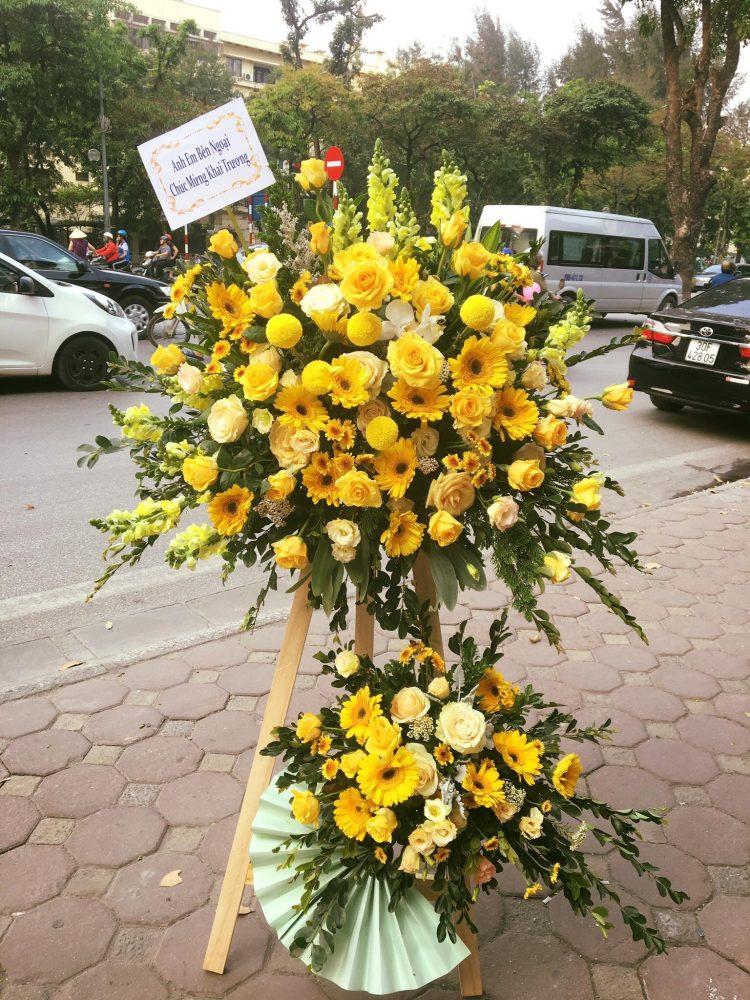 Tiến hành phủ hoa hai bên hông và điểm hoa