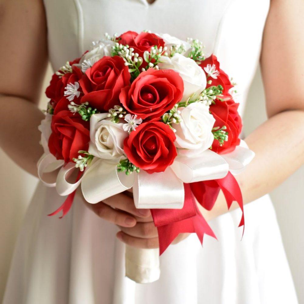Bí kíp giữ bó hoa cưới cầm tay cô dâu không bị rơi ra