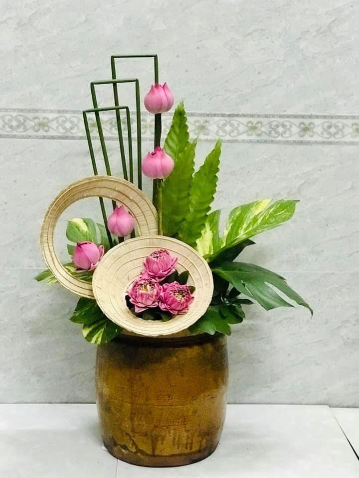Kỳ tác cắm hoa thả hồn sen trong lòng mỗi người