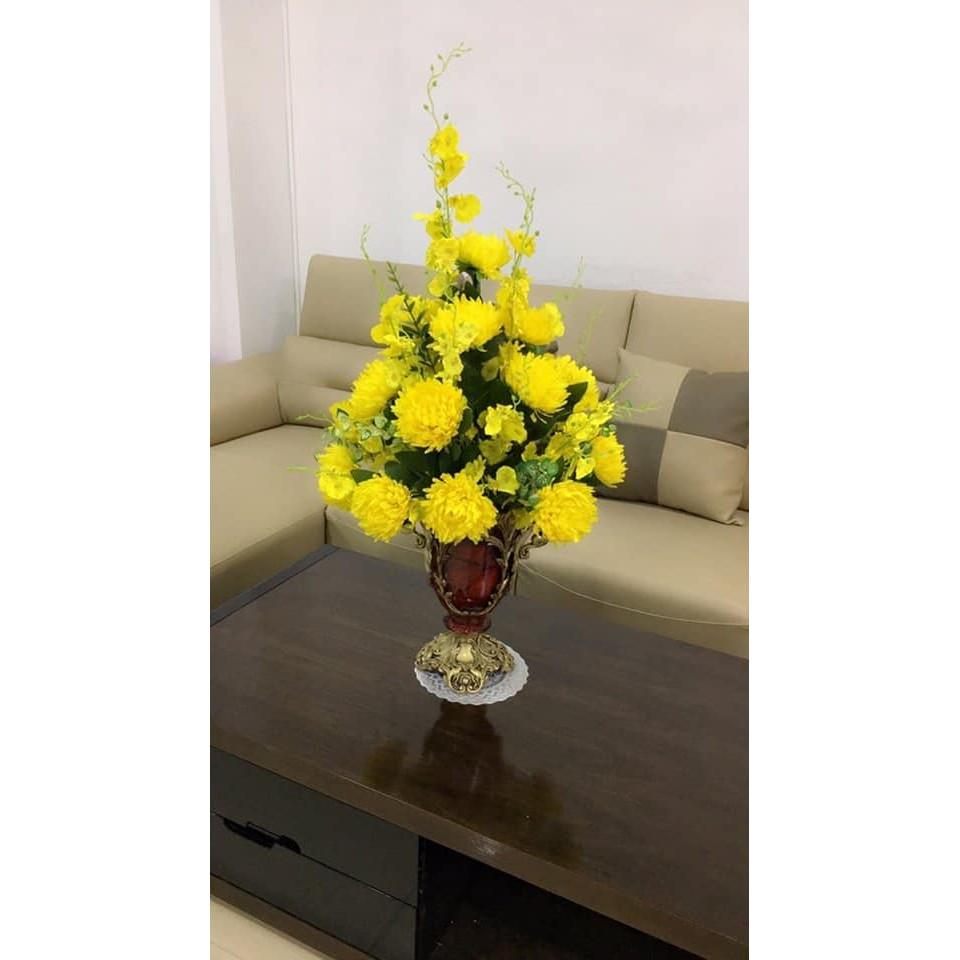 bí kíp truyền tay của shop hoa tươi 9x về cách cắm một bình hoa cúc vàng dâng lên bàn thờ