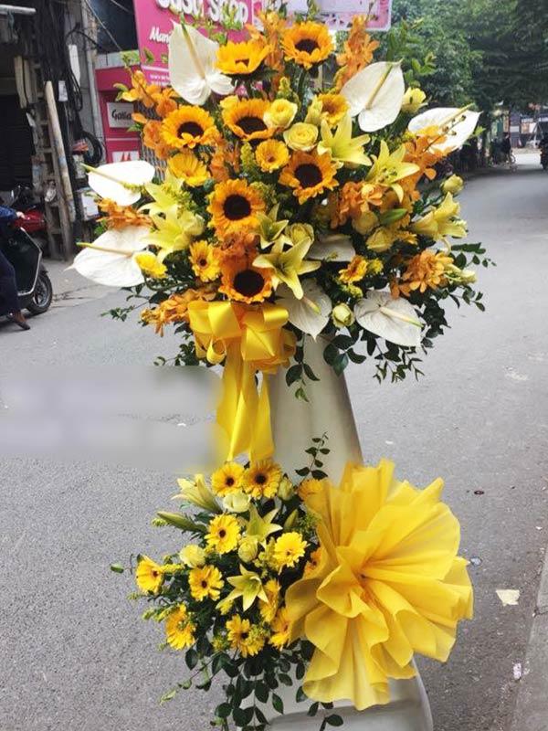 Điểm xuyến hoa cúc calimero và hoa hồng vàng