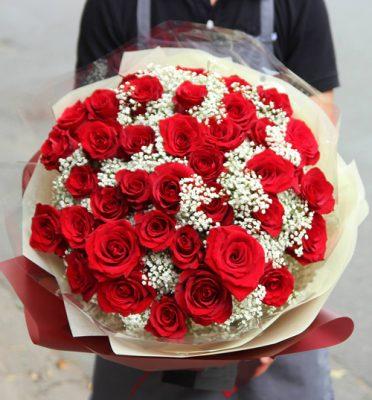 Nguyên liệu bó hoa hồng đỏ với hoa baby