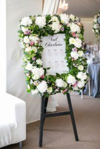 Cách cắm hoa di ảnh bằng khung hình đám tang
