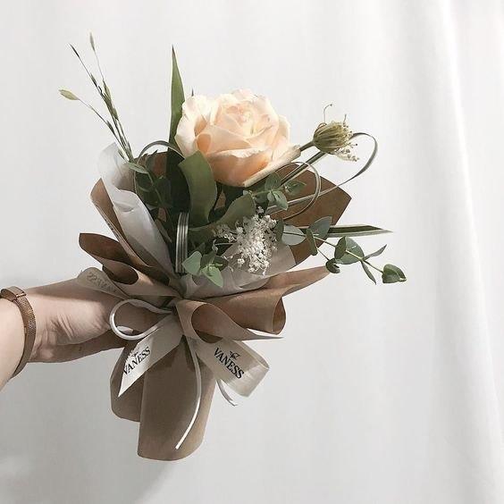 Cách bó hoa hồng cực kỳ đơn giản