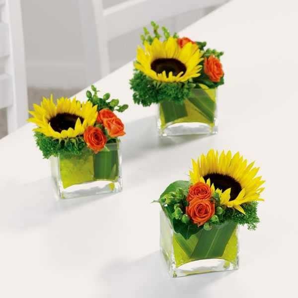 Cắm hoa hướng dương kiểu dáng nghiêng giúp tiết kiệm chi phí