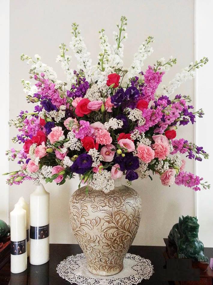 Bước thứ hai để cắm bình hoa đẹp với phong cách mới