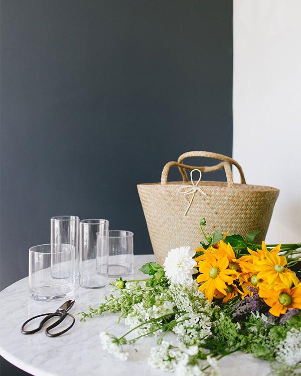 """Đạo cụ để sáng tạo cắm hoa bằng """"phên tre"""""""