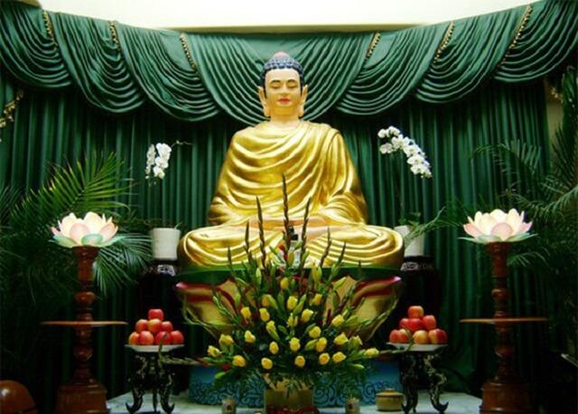 Cách phối hoa cúc kết hợp với hoa huệ để dâng cúng Phật