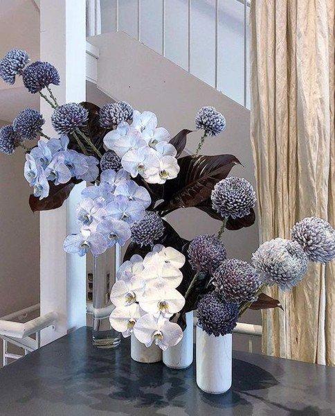 Chi tiết cắm kiểu hoa trang trí nơi không gian phòng khách
