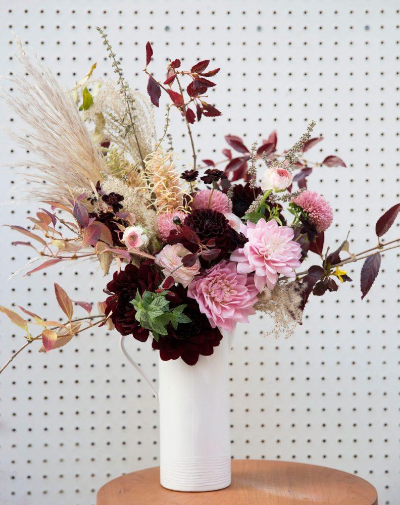 Cắm hoa luýt và hoa hồng