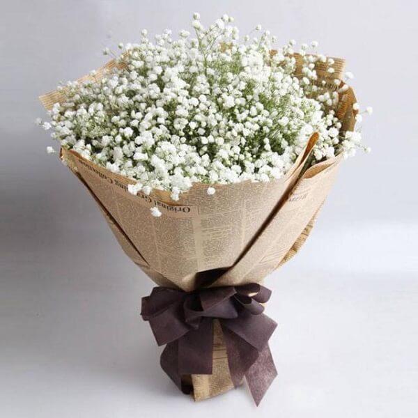 Sự tiện lợi của bó hoa đứng được trên đế