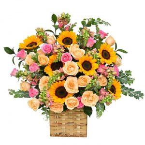 Điểm thêm hoa vàng anh vào từng khe hoa