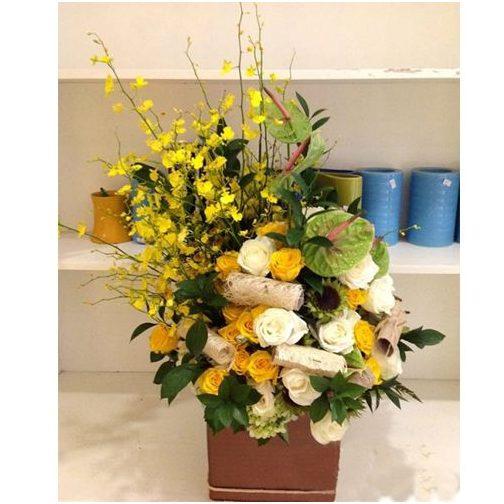 Để tạo dáng cho hộp hoa của mình, chúng ta sẽ trải đều phần hoa mõm sói