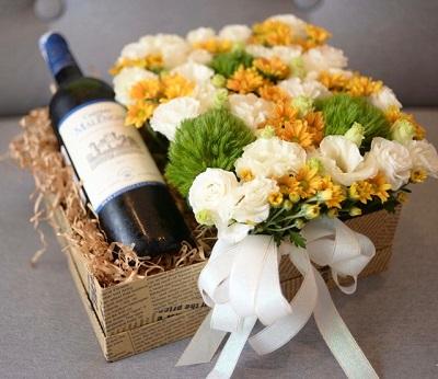Cách làm hộp cắm hoa tươi với rượu