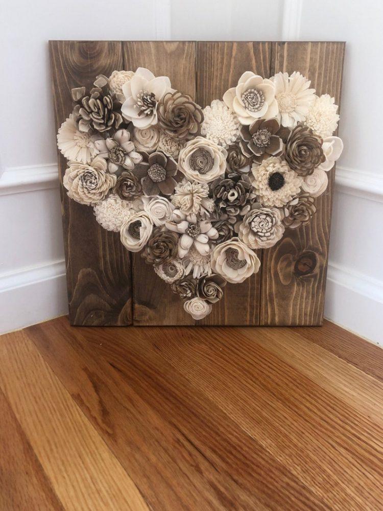 Dùng hoa trang trí cho vòng hoa chia buồn để viếng tặng