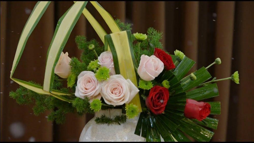 Học ngay cách cắm hoa dạng nghiêng với hoa hồng đầy nghệ thuật